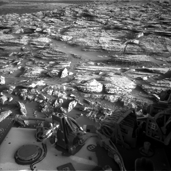 NASA's Curiosity rover snapped an eerie image of the Mars horizon