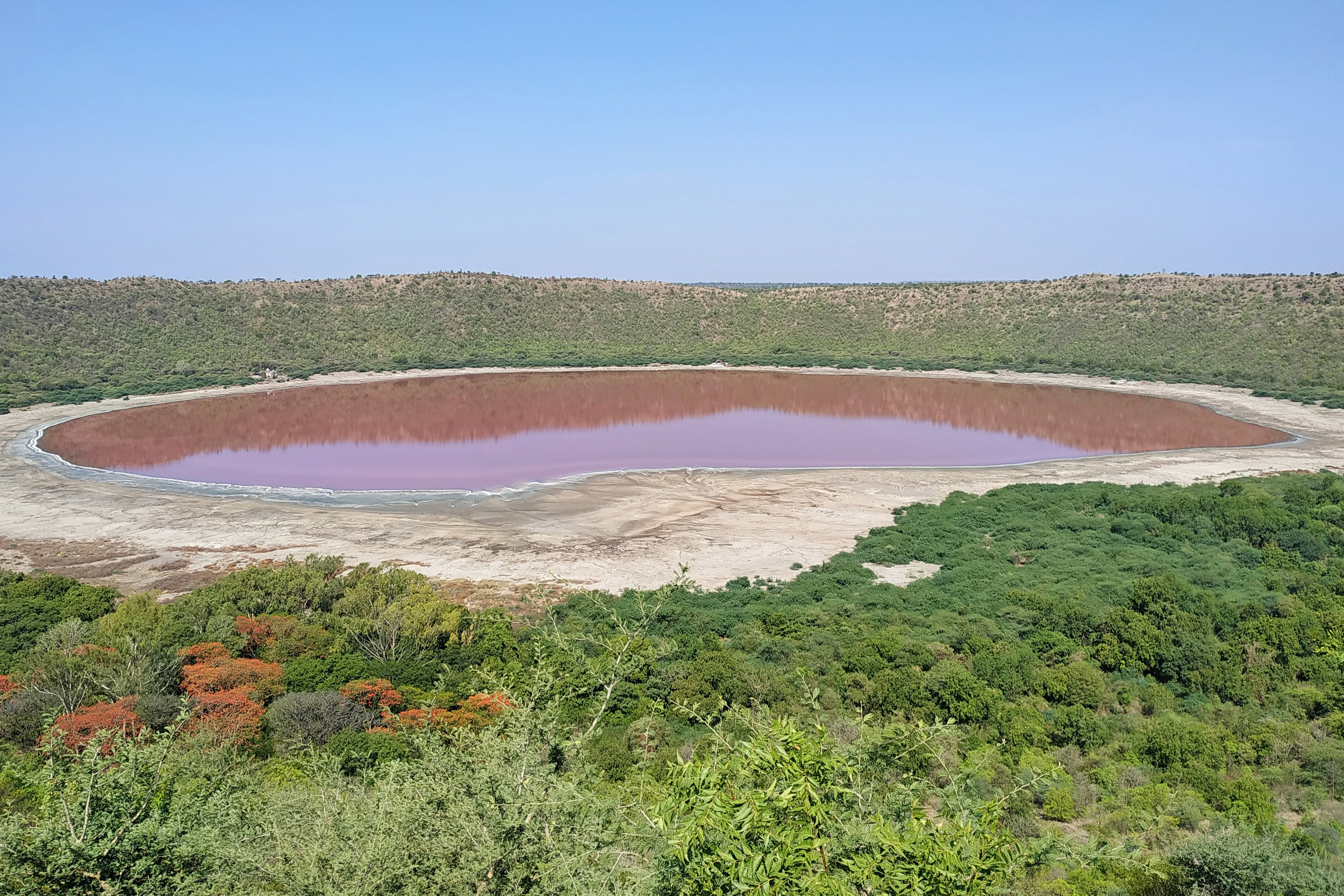 A Meteorite Crater Lake in India Just Mysteriously Changed Colour Overnight