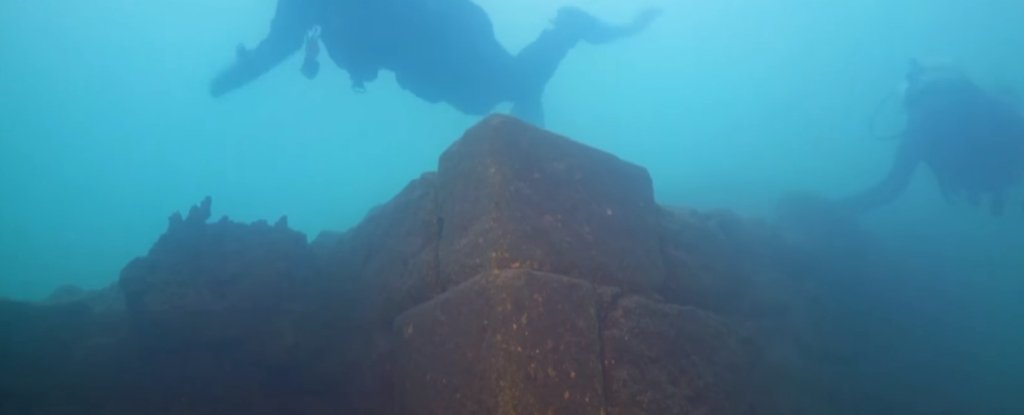 A Mysterious Yearold Castle Has Been Found Under A Lake In - 23 amazing things divers discovered bottom ocean